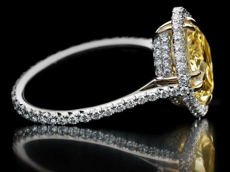 VIVID YELLOW DIAMOND RING